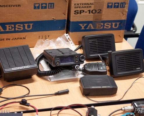 Yaesu FTM-10 en diverse speakers